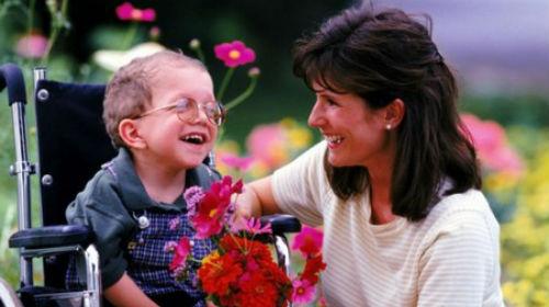 мальчик инвалид