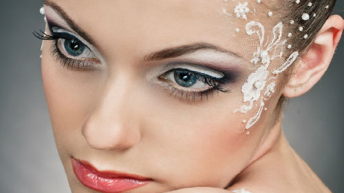 к чему снится макияж на лице