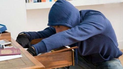 Сельские подростки совершили квартирную кражу ради продуктов в Западном Казахстане