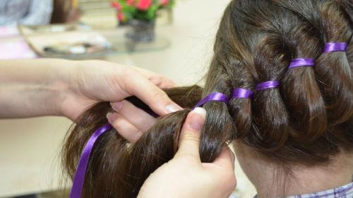 заплетать волосы девочке