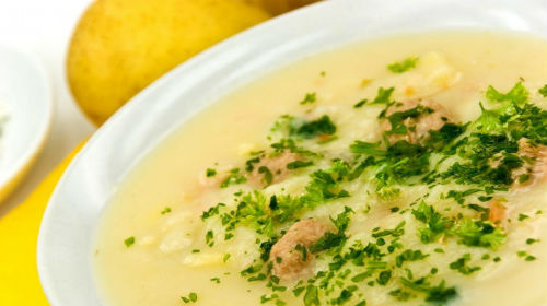 пролить суп