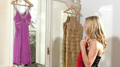 примерять одежду перед зеркалом