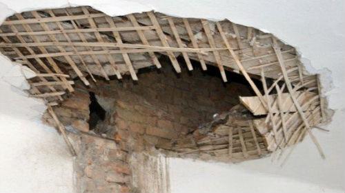 к чему снится что падает потолок