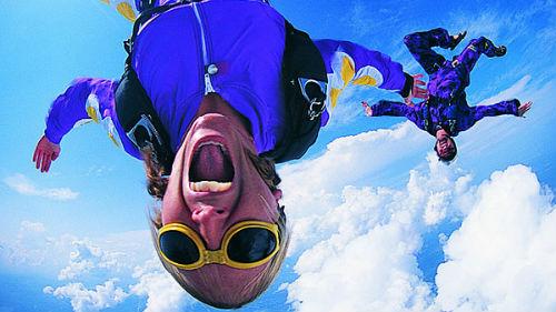 прыгать с парашютом в воду