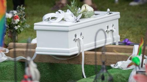 мертвый ребенок в гробу во сне
