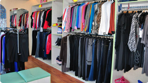 к чему снится много одежды в магазине