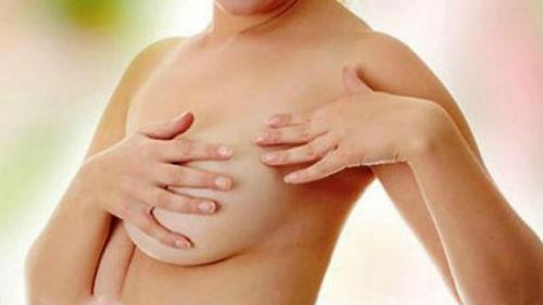 Смотреть порно бесплатнобеременная выдавливает молоко из груди