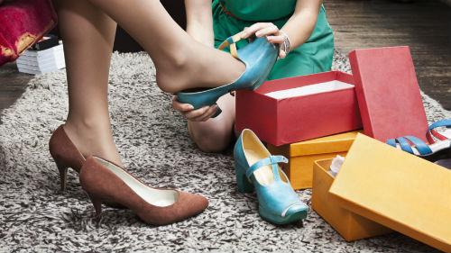 надевать туфли