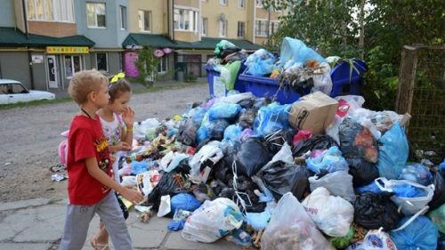 к чему снится мусор на улице