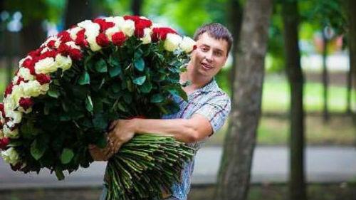 Во сне цветы дарит мужчина