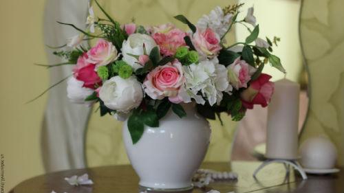 подарили искусственные цветы