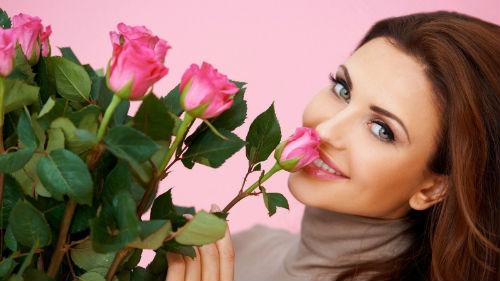 к чему снится знакомый мужчина дарит цветы