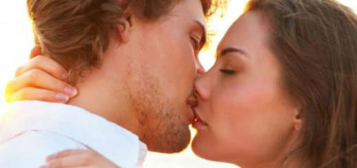 мужчина целует во сне