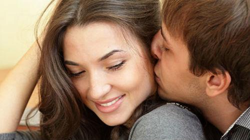 сонник знакомый мужчина обнимает и целует в губы