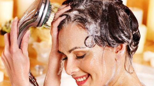 приснилось мыть волосы на голове