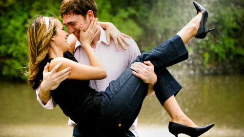 обнять знакомую девушку сонник
