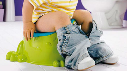 мыть обкаканного ребенка