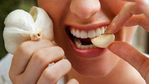 есть чеснок зубчиками