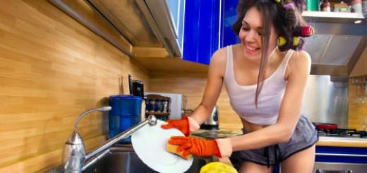 к чему снится мыть посуду для девушки