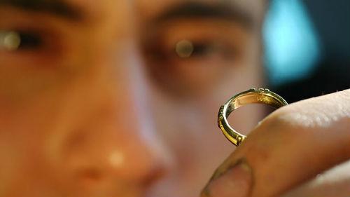 найти чужое золотое кольцо