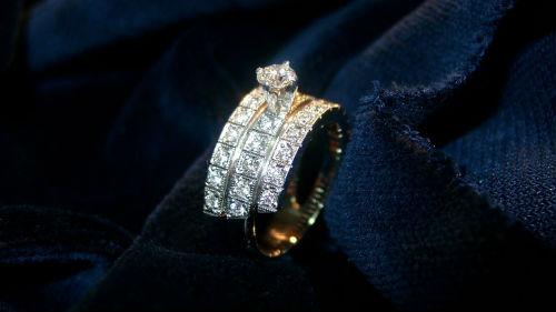 потерять обручальное кольцо мужа
