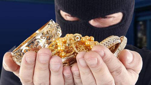 украли золотые украшения