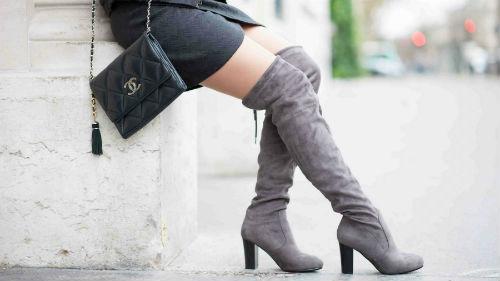 светлые сапожки на каблуках