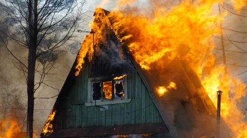 горит дом без дыма