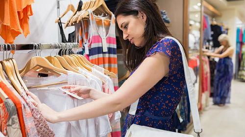 мерить модные вещи