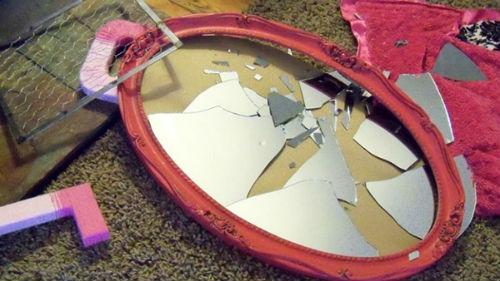 собирать разбитое зеркало в доме