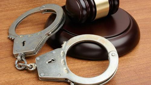 адвокат защищает меня в суде