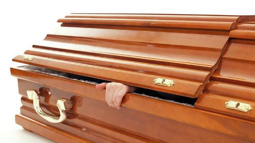 мертвец ожил в закрытом гробу