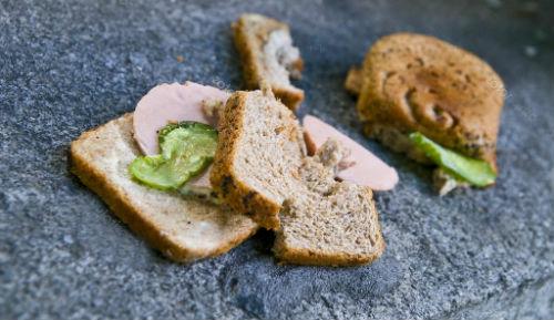 уронить бутерброд
