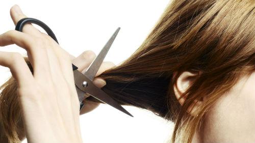 отстричь прядь волос