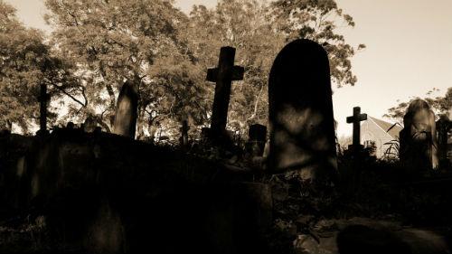 ходить по могилам