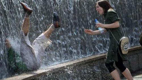 падать в водопад