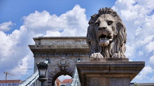 лев каменный