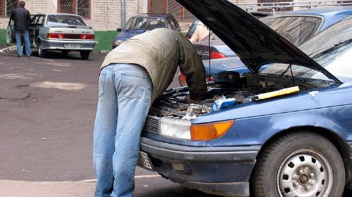 ремонтировать машину