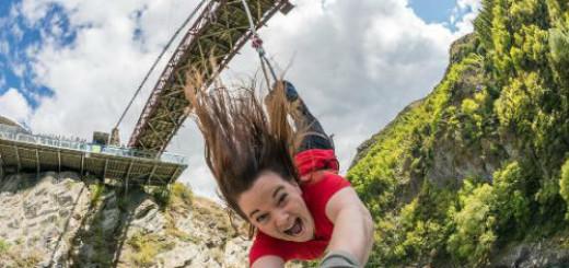 лететь с моста на тарзанке