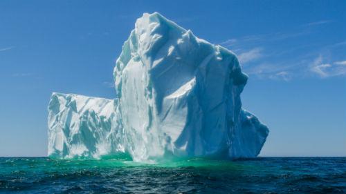 ледяная глыба в океане
