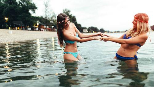 купаться в чистой реке