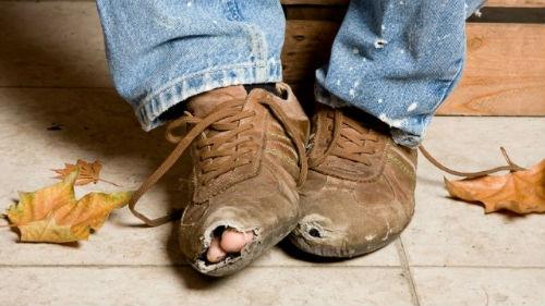 к чему снится чужая обувь порванная