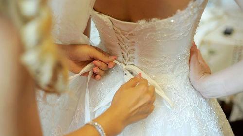 мерить свадебное платье