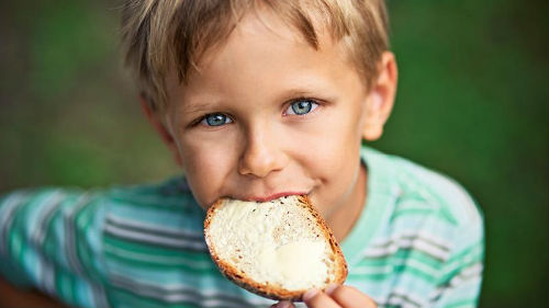 кушать бутерброд с маслом