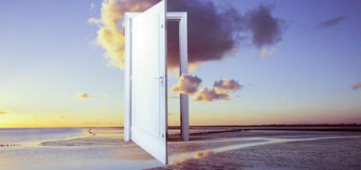 белая дверь открытая во сне