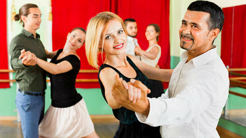 видеть танцующую пару
