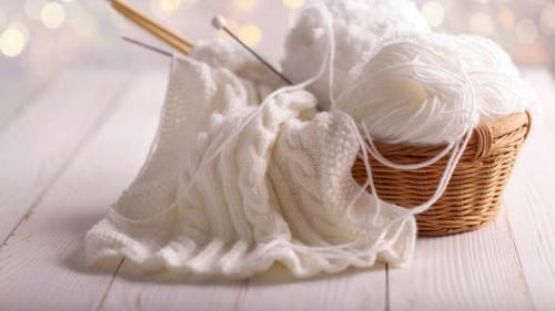 клубок шерстяных ниток для вязания
