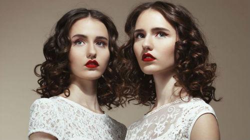 красивые девушки близнецы