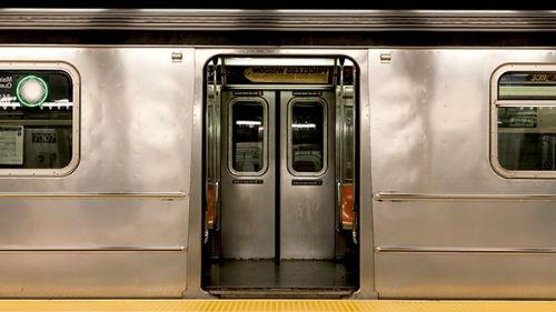 садиться в метро