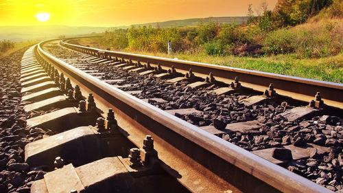 видеть железную дорогу